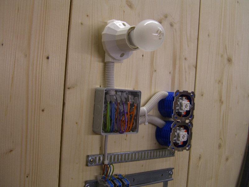 wechselschaltung 3 schalter 1 lampe raum und. Black Bedroom Furniture Sets. Home Design Ideas